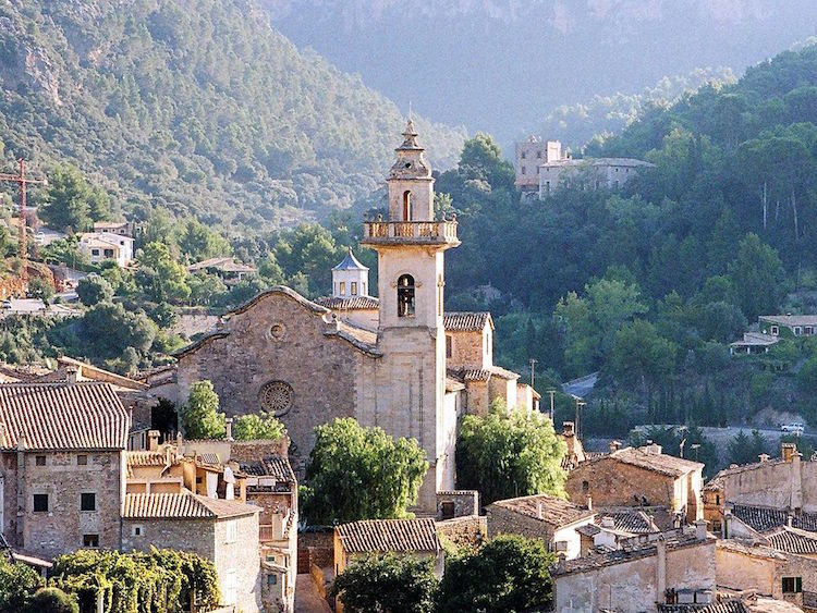Valldemossa en Mallorca. Planes de otoño.