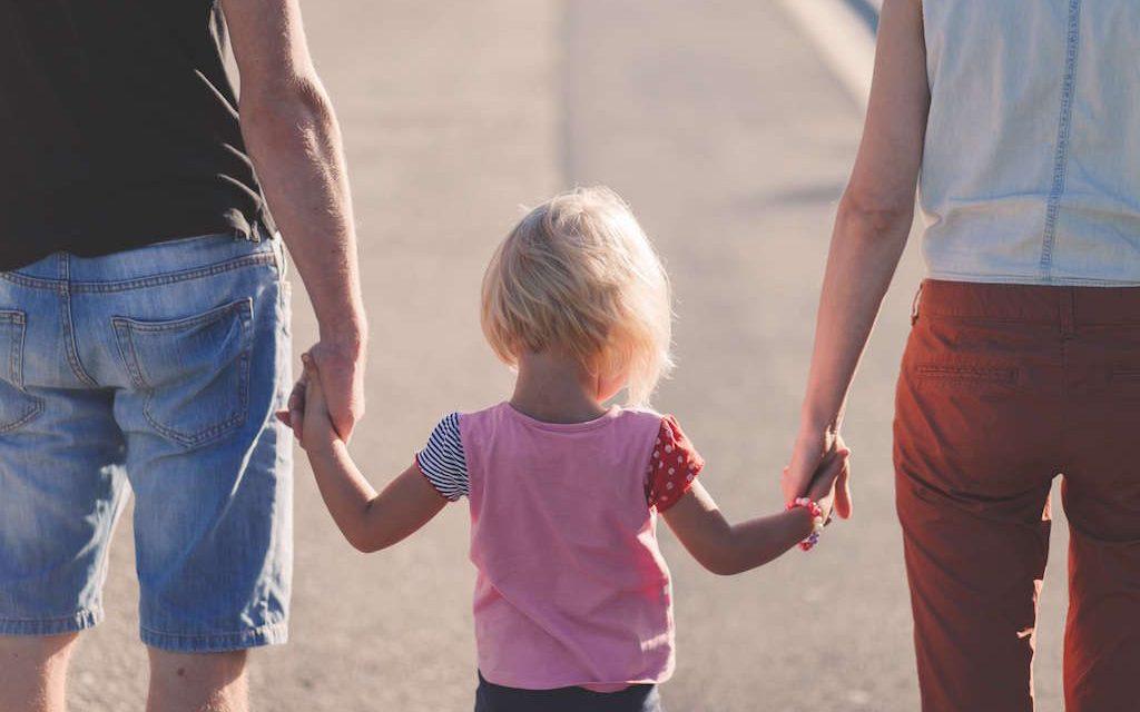 Cómo adoptar a un niño España: todo lo que debes saber